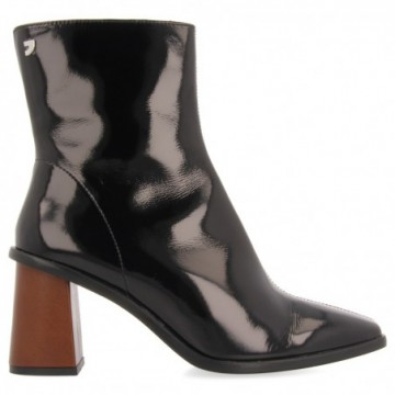 BLACK PATENT LEATHER ANKLE...